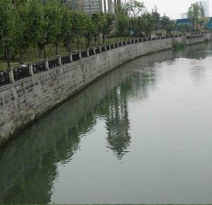 建成使用的滨江路堤防工程